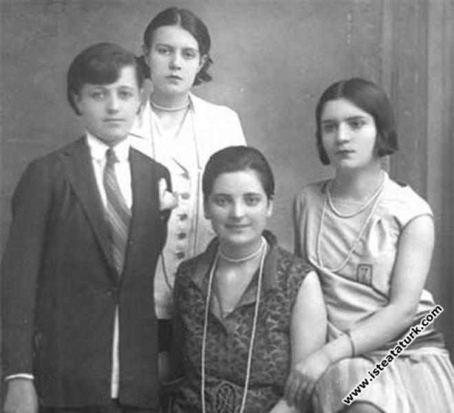 Atatürk'ün Manevi Evlatları