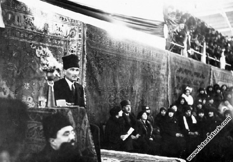 Başkomutan Mustafa Kemal, İzmir'de Kadınlar Birliği Kongresi'nde. (02.02.1923)