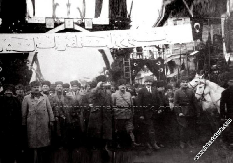 Başkomutan Mustafa Kemal Paşa'nın Balıkesir'e ilk gelişi. (06.02.1923)