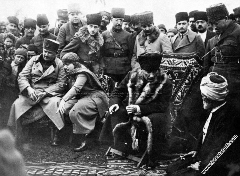 Başkomutan Mustafa Kemal Paşa, Edremit Yolu üzerin...