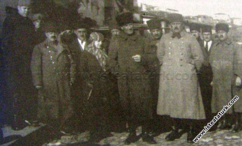 Başkomutan Mustafa Kemal Paşa, Edremit'i ziyaretin...