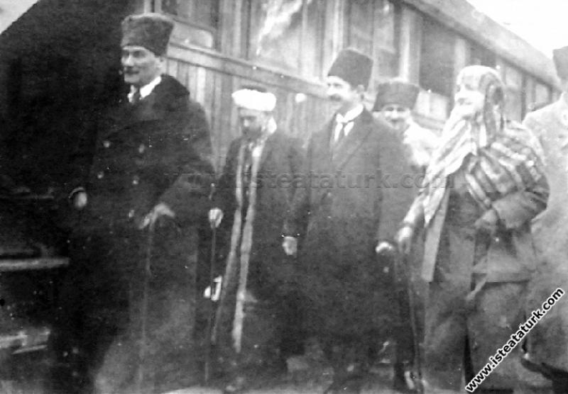 Gazi Mustafa Kemal Paşa, Eskişehir'de. (19.02.1923...