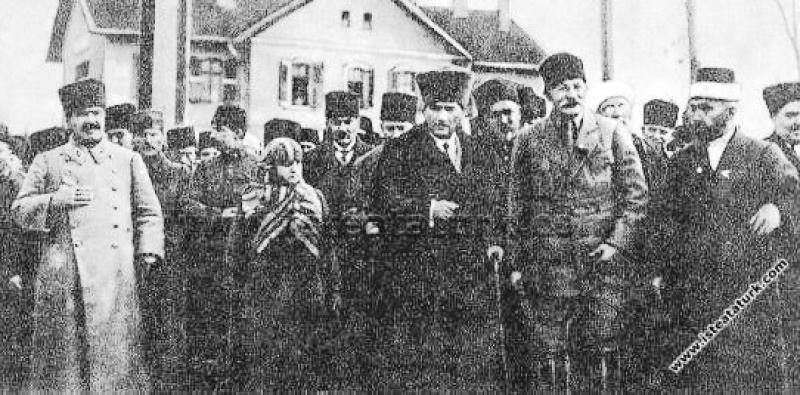 Gazi Mustafa Kemal Paşa'nın, İzmir'den dönüşünde U...
