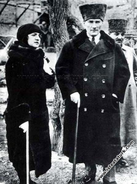 Gazi Mustafa Kemal Paşa, Ankara'da eşi Latife Hanım ile birlikte. (03.03.1923)