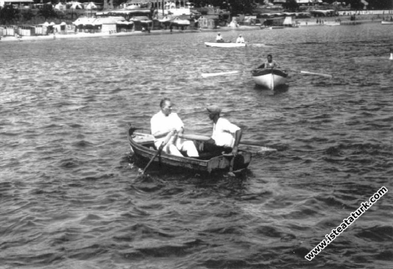 Atatürk'ün Su ve Deniz Sevgisi
