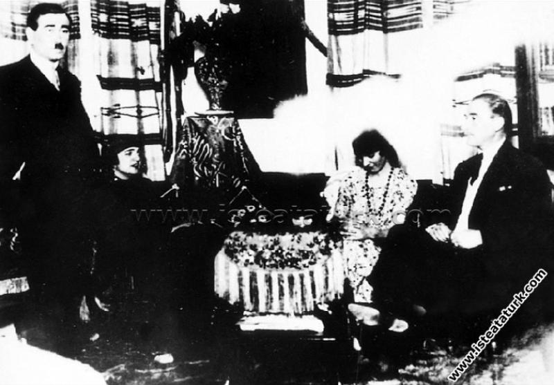 Çankaya Köşkü'nde Atatürk'ün eşi Latife Hanım, Ali...