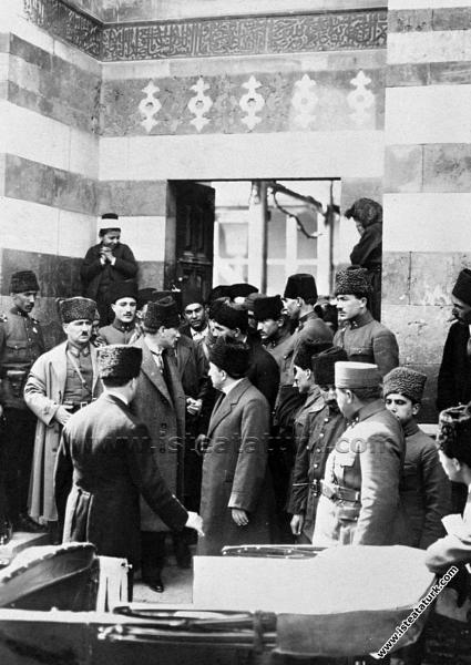 Gazi Mustafa Kemal Paşa Adana'da meşhur Ulucami'de...