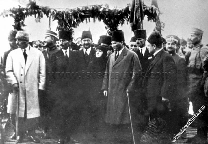 Gazi Mustafa Kemal Paşa'nın Adana'da Eşi Latife Ha...
