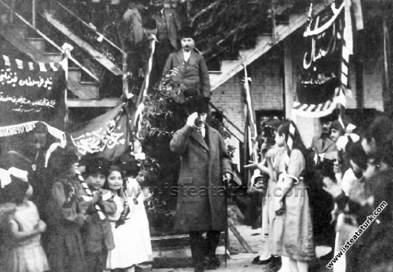 Gazi Mustafa Kemal Paşa, Adana'da. (16.03.1923)...