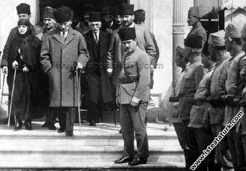 Gazi Mustafa Kemal Paşa, Adana gezisinde eşi Latif...