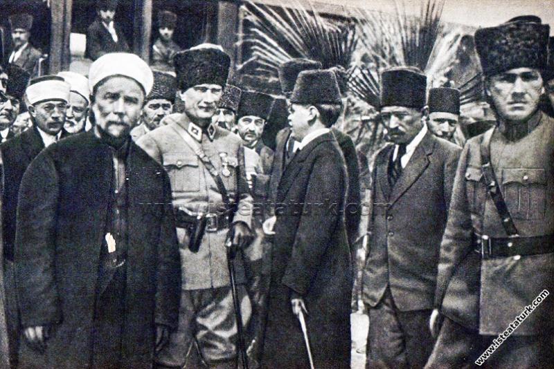 Gazi Mustafa Kemal Paşa, Adana'dan Mersin'e giderk...