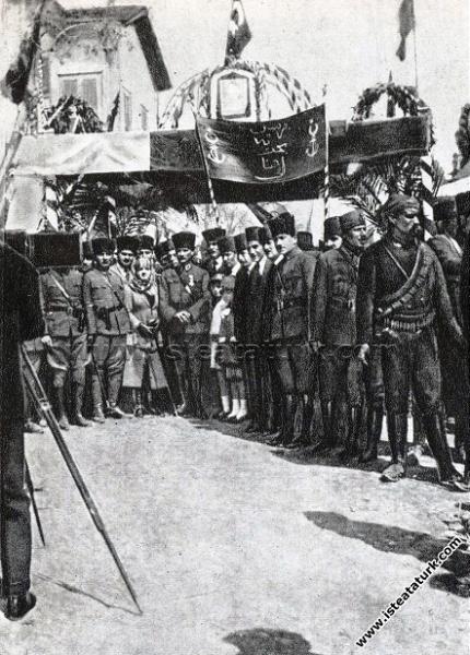 Gazi Mustafa Kemal Paşa, Mersin'de kendisini karşı...