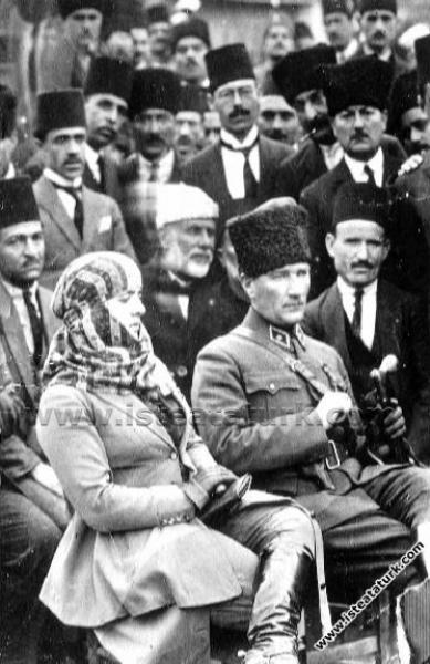 Gazi Mustafa Kemal Paşa, Mersin Millet Bahçesi'nde...