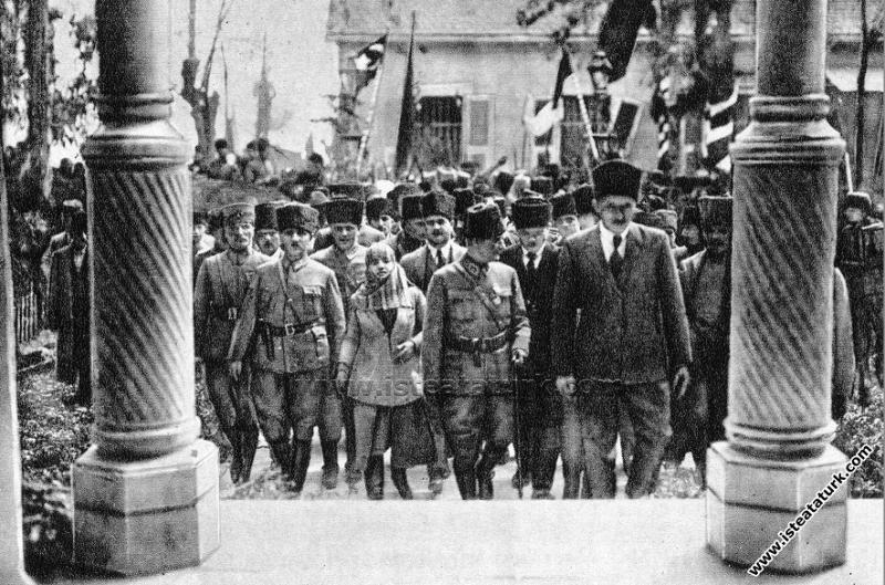 Gazi Mustafa Kemal Paşa Mersin'de, Latife Hanım'la...