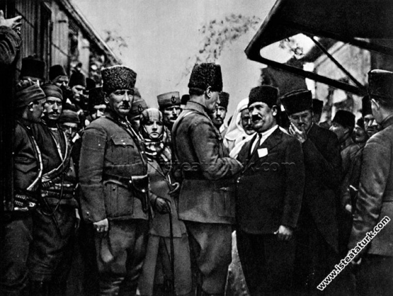 Mustafa Kemal Paşa, Mersin'den Tarsus'a geçtiğinde...