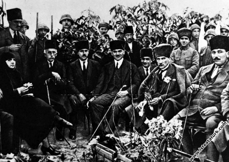 Gazi Mustafa Kemal Paşa, Tarsus Çağlayan Bahçesi'n...