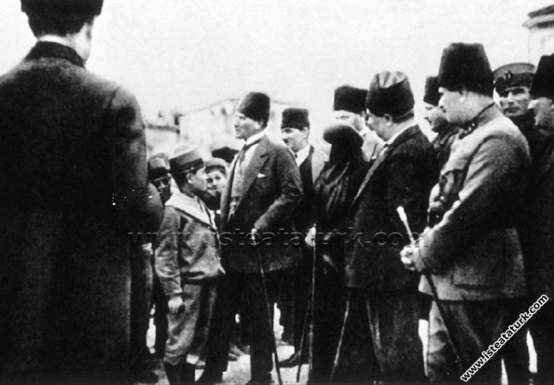 Gazi Mustafa Kemal Paşa, Tarsus'ta İttihat Okulu'n...