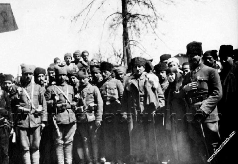 Gazi Mustafa Kemal Paşa, Konya gezisinde eşi Latif...
