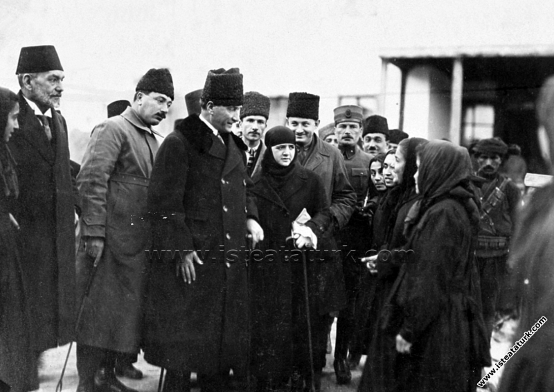 Gazi Mustafa Kemal Paşa ve eşi Latife Hanım Konya'...