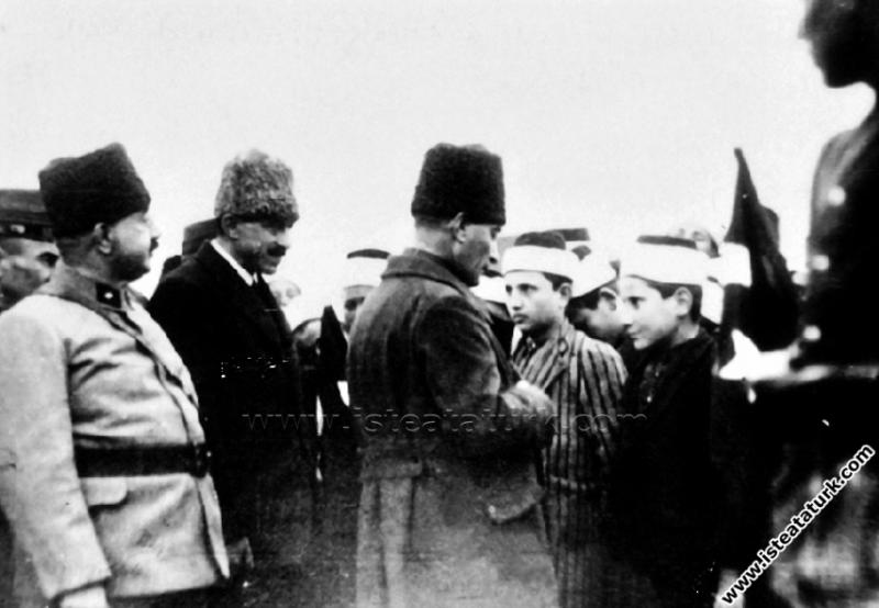 Gazi Mustafa Kemal Paşa, Konya gezisinde medrese ö...