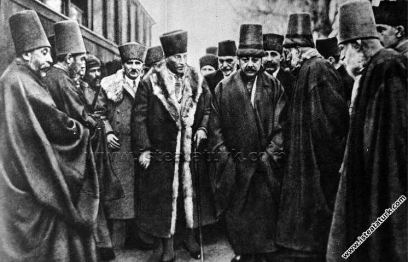 Gazi Mustafa Kemal Paşa'nın Konya'da Mevlana Türbe...