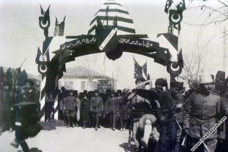 Gazi Mustafa Kemal Paşa'nın Afyon'da Latife Hanım ...