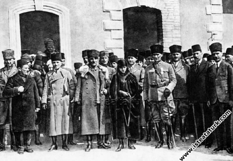 Gazi Mustafa Kemal Paşa'nın, Afyon'da Latife Hanım...