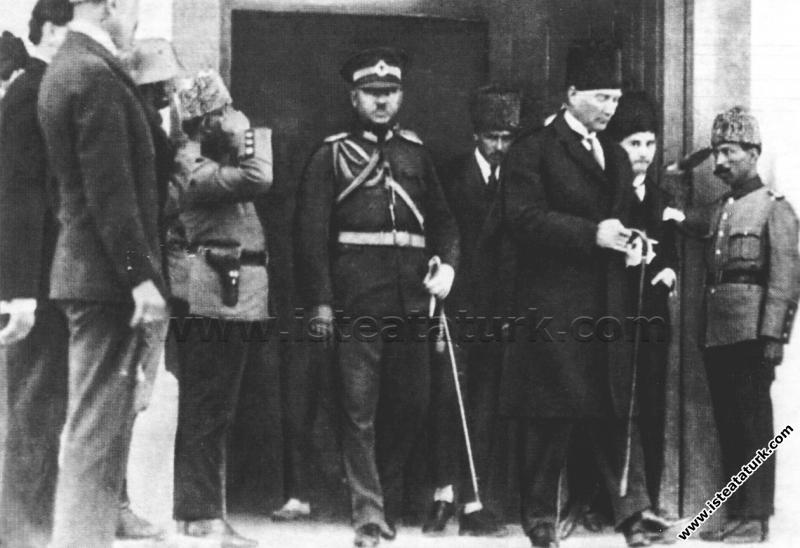 Gazi Mustafa Kemal Paşa'nın Meclisten çıkışı, Anka...