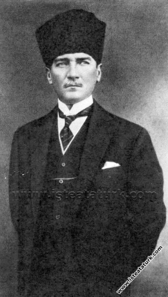 Gazi Mustafa Kemal Paşa'nın Cumhurbaşkanı seçildiğ...