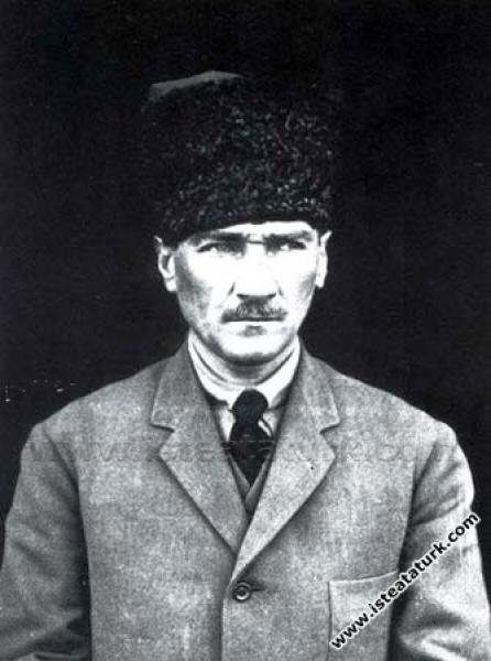Cumhurbaşkanı Gazi Mustafa Kemal. (1923)...