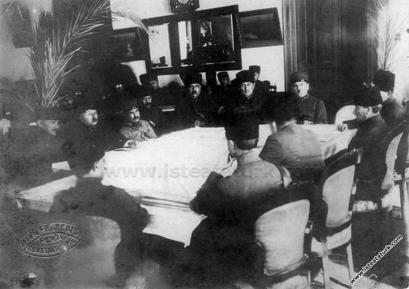 İzmir Ordu Evi'nde Kurtuluş Savaşı komutanlarıyla ...