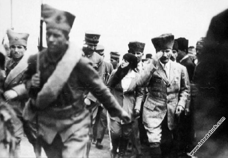 Cumhurbaşkanı Gazi Mustafa Kemal Dumlupınar Meçhul...