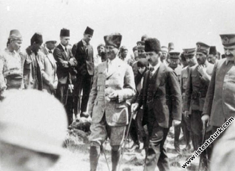 Cumhurbaşkanı Gazi Mustafa Kemal, Dumlupınar Anıtı...