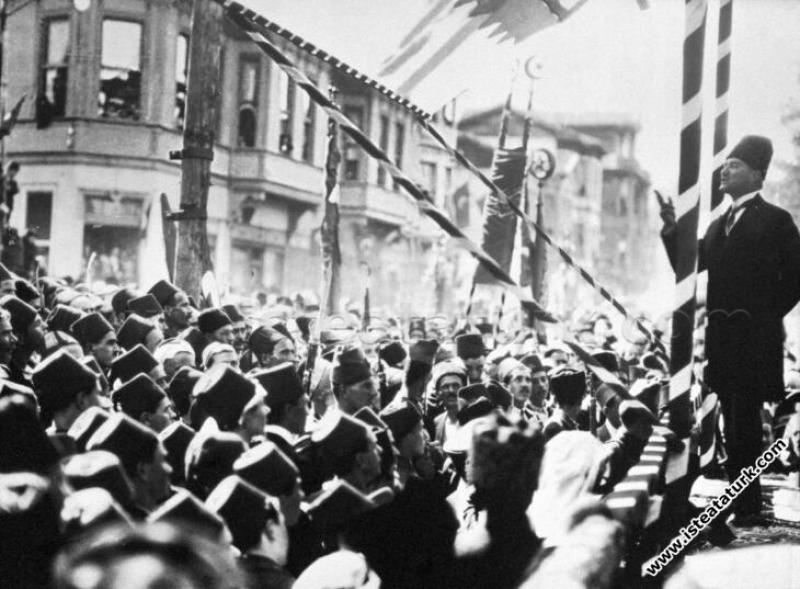 Cumhurbaşkanı Gazi Mustafa Kemal, Bursa'nın düşman işgalinden kurtuluşunun II. yıldönümünde Bursa'lılara hitap ederken. (11.09.1924)