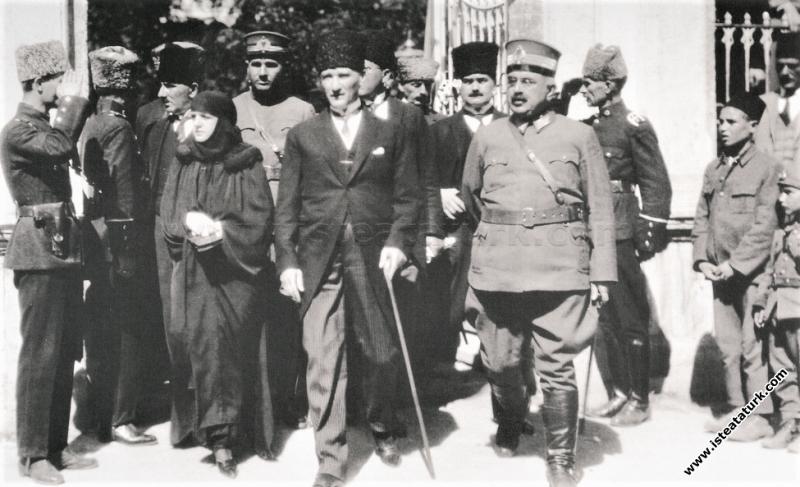 Mustafa Kemal Paşa, eşi Latife Hanım ve General Al...