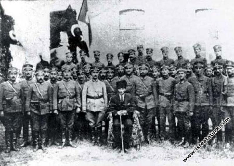 Gazi Mustafa Kemal Paşa, Samsun'da 15. Tümen subay...