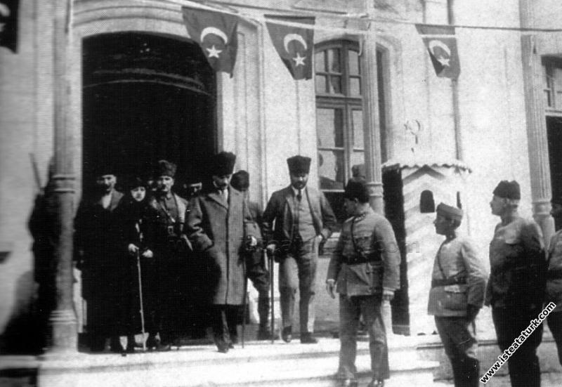 Mustafa Kemal Paşa, Erzurum'da. (10.10.1924)...