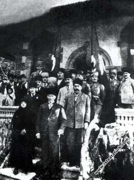 Mustafa Kemal Paşa, Kayseri'de. (14.10.1924)