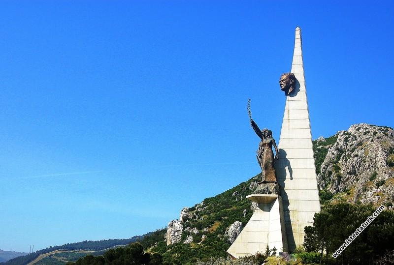 Atatürk ve Kuva-yi Milliye Anıtı, Manisa