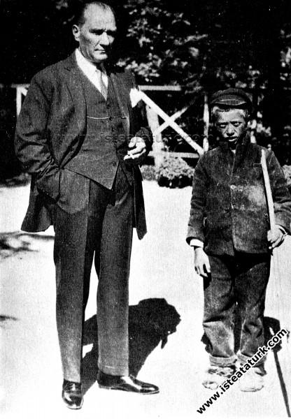 Sığırtmaç Mustafa'nın, Atatürk'le karşılaşması. (1...