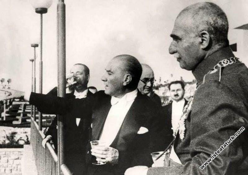 Çankaya Köşkü'nde İran Şahı Rıza Pehlevi ile birlikte. (16.06.1934)