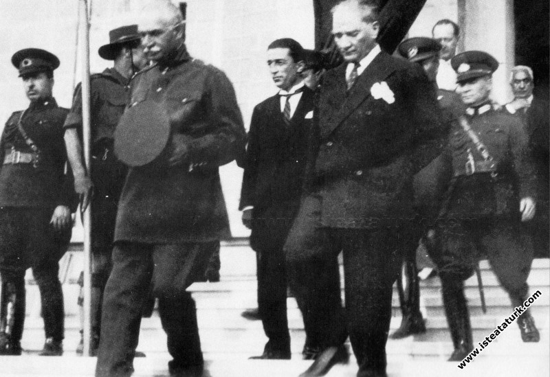 Mustafa Kemal Atatürk İran Şahı Pehlevi ile birlikte, İzmir. (22.06.1934)