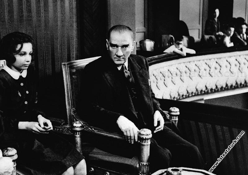 Mustafa Kemal Atatürk Ankara Halkevi'nde Türk Maar...