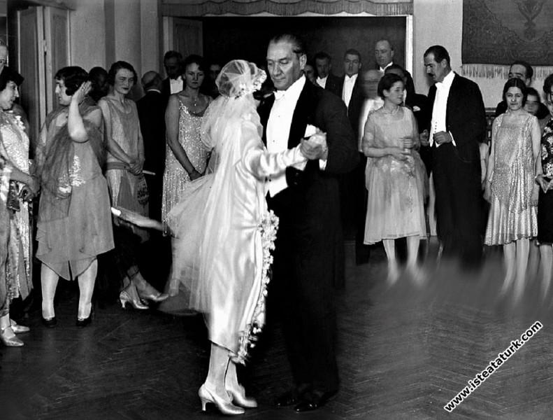 Atatürk ve Çağdaş Türk Kadını