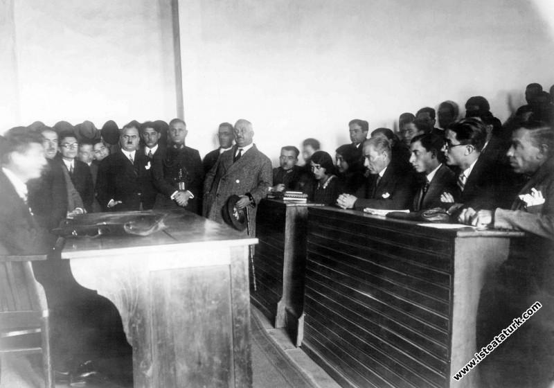 Atatürk'ün İstanbul Üniversitesi'ni ziyareti. (15....