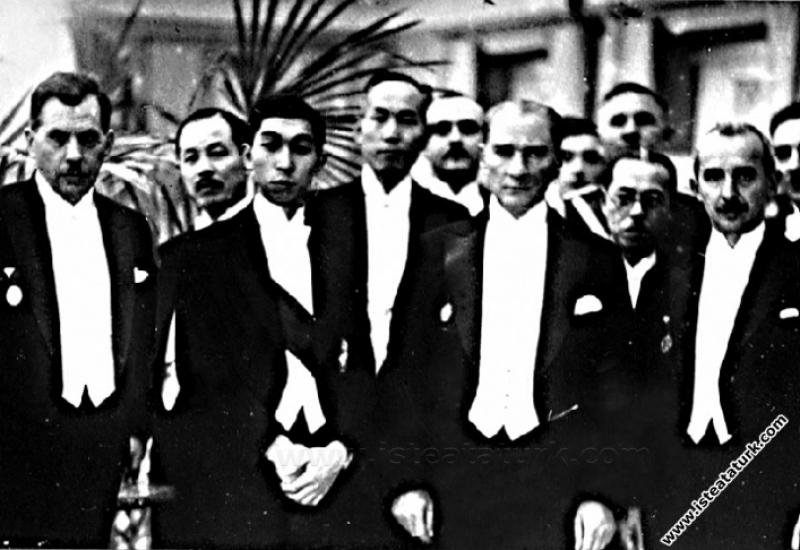 Japon Veliahtı Takamutsu şerefine Ankara Palas'ta ...