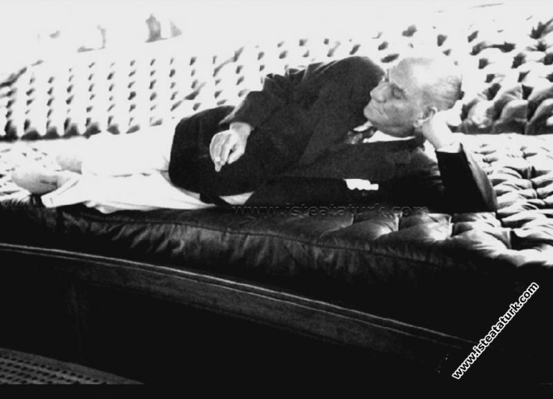 Savarona Yatı'nda ilk gününde dinlenirken. (01.06.1938)