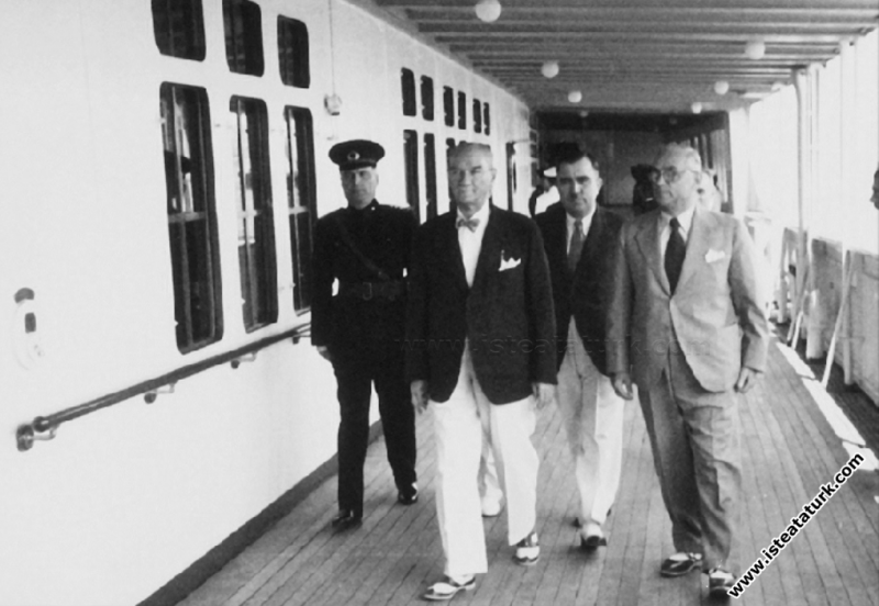Atatürk Savarona Yatı'nda, İstanbul. (14.06.1938)