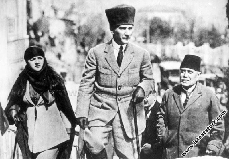 Mustafa Kemal Paşa Adana Seyahatinde eşi Latife Ha...