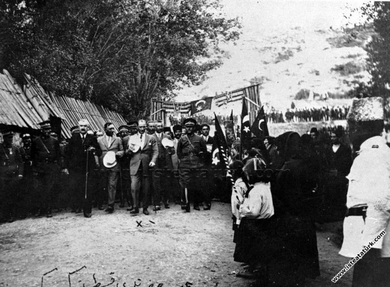 Mustafa Kemal Paşa Kastamonu'ya gelişi, halk ve öğ...